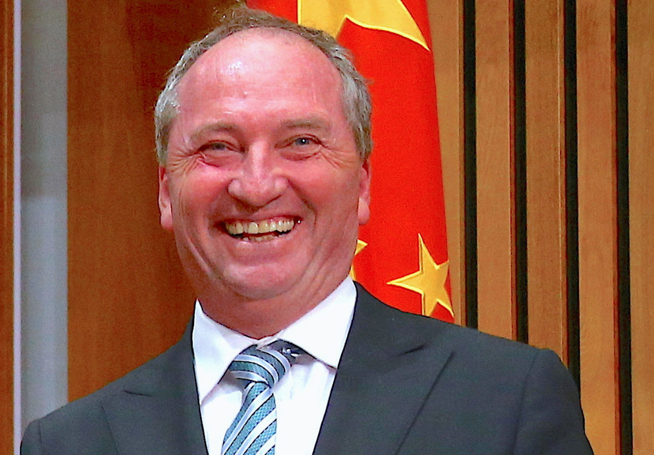 تغريم نائب رئيس الوزراء الأسترالي لظهوره في مكان عام من دون قناع