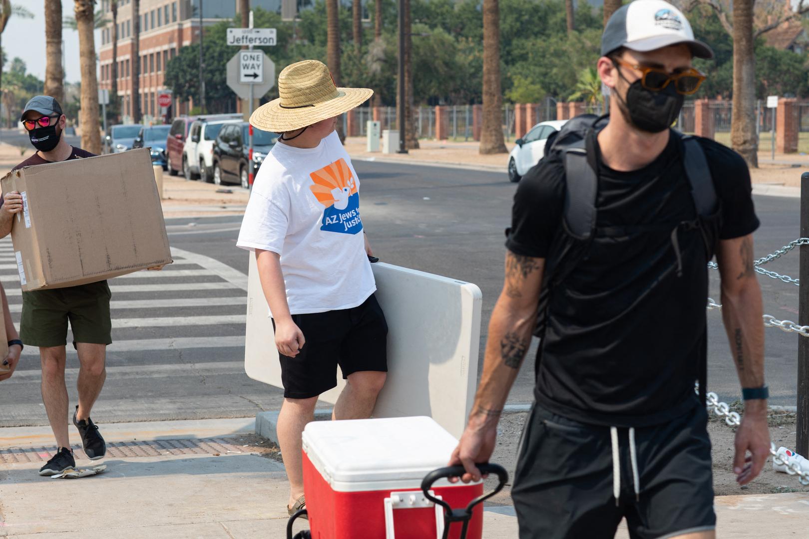 مقاطعة أمريكية تحقق في 53 حالة وفاة تشتبه في أنها كانت بسبب موجة حر خلال أسبوع
