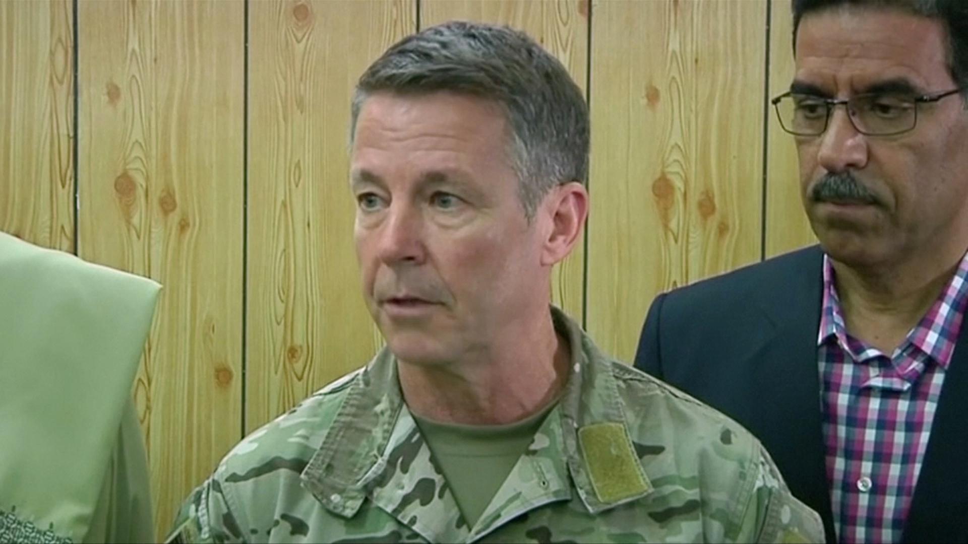 قائد القوات الأمريكية في أفغانستان يحذر