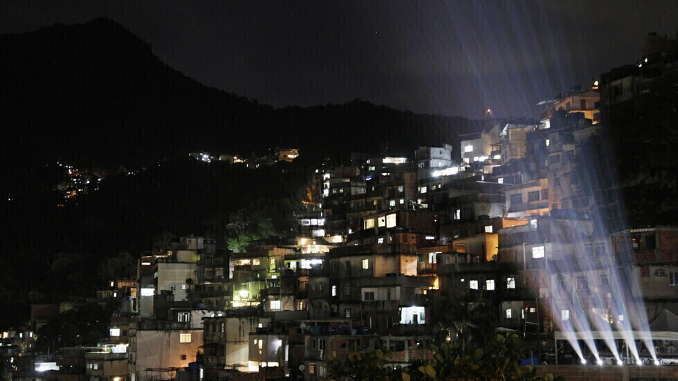البرازيل تسجل 64903 إصابات و1893 وفاة جديدة بكورونا