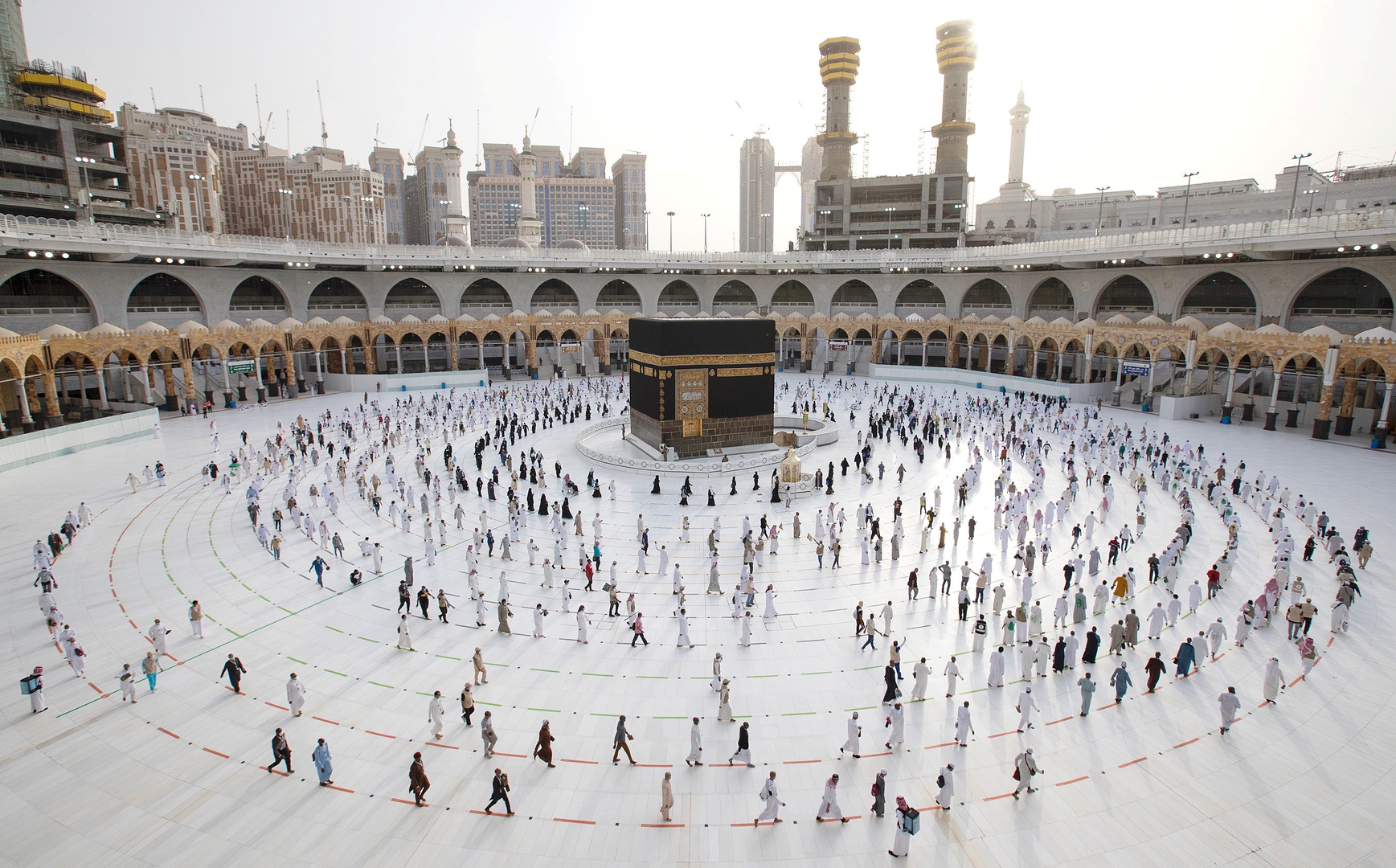 السعودية..الانتهاء من صيانة أبواب المسجد الحرام استعدادا لموسم حج هذا العام (صور)