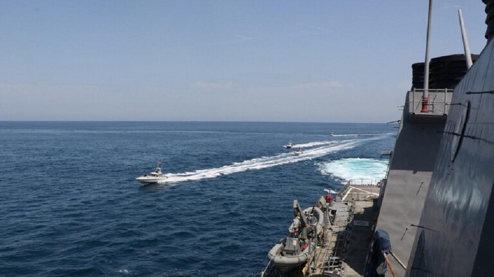 البحرية الإيرانية تبدأ مناورات