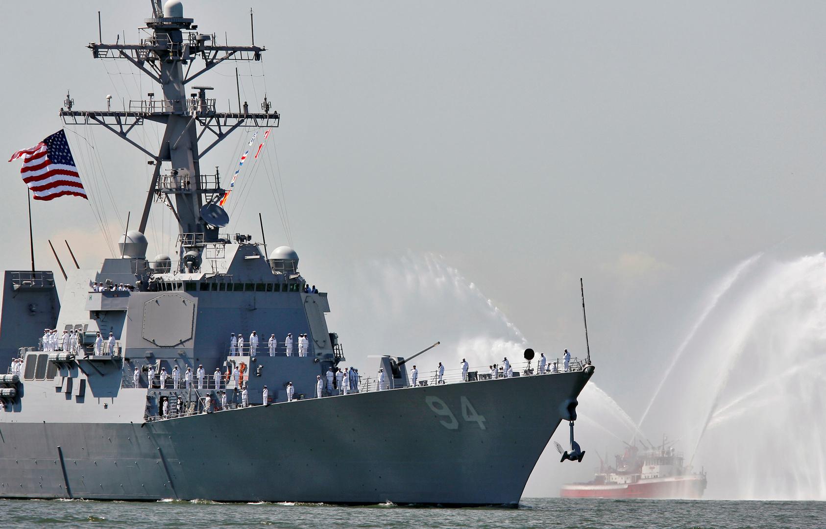 الأسطول الأمريكي ينفي توجه المدمرة