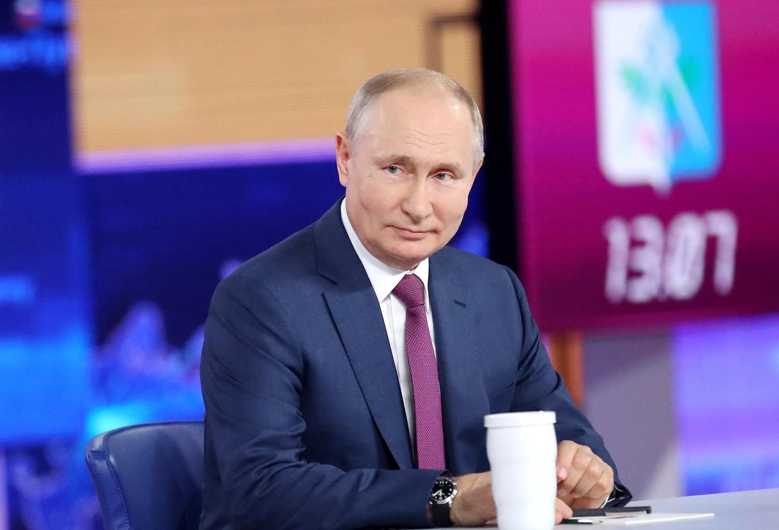 أسرار عسكرية واحتمال نشوب حرب عالمية ثالثة والطريق إلى السعادة في حوار بوتين المباشر