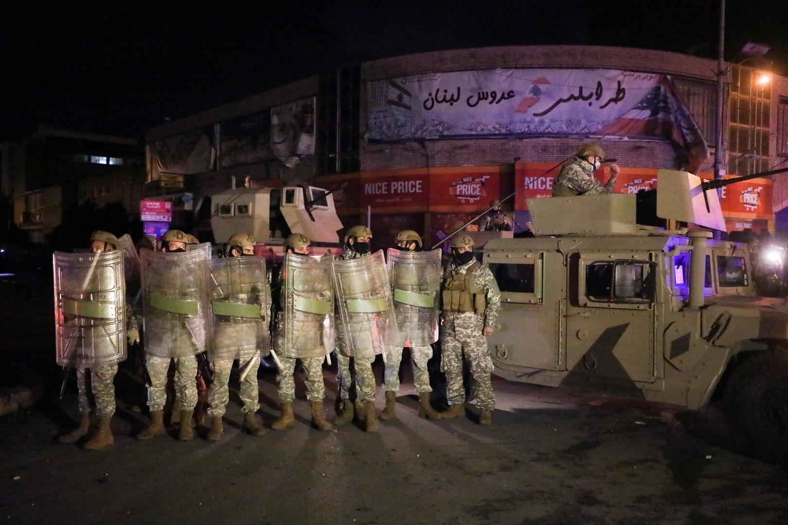 لبنان.. مسلحون يطلقون النار في مدينة طرابلس احتجاجا على الأوضاع المعيشية والجيش ينتشر (فيديوهات)