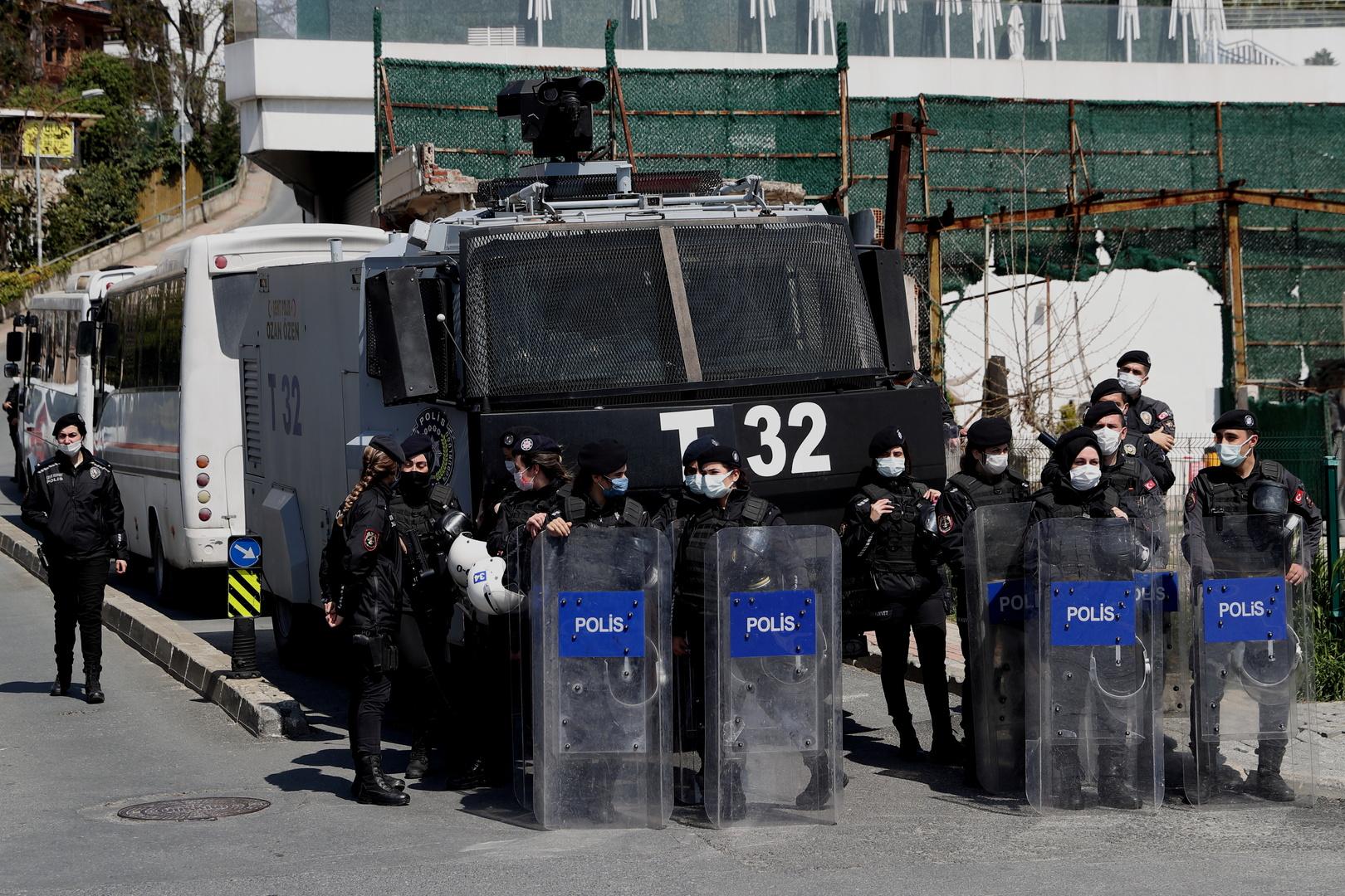 تركيا.. حبس 9 أشخاص على صلة بتنظيم