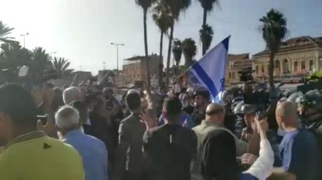 القوات الإسرائيلية تعتقل 4 فلسطينيين عند باب العامود خـلال محاولة مستوطنين اقتحامه