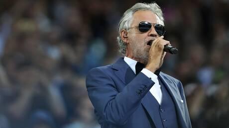 """مطرب أصيب بالعمى بسبب كرة القدم يحيي افتتاح الـ""""يورو"""".. تعرف على قصته"""