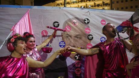 متظاهرون ضد نتانياهو يعلنون انتصارهم عشية تصويت الكنيست على الحكومة الجديدة