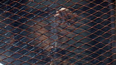 مصر.. القضاء يصدر حكمه على موظف بمطار القاهرة بتهمة تصوير الفتيات من الخلف (صورة)