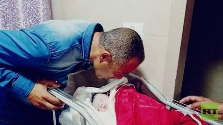 بعد 8 أيام على مقتله برصاص الجيش الإسرائيلي.. فلسطيني يرزق بمولودة