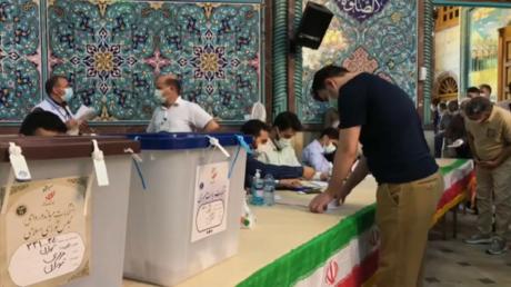 إيران.. تمديد الاقتراع في الانتخابات لغاية الساعة الثانية عشرة مساء