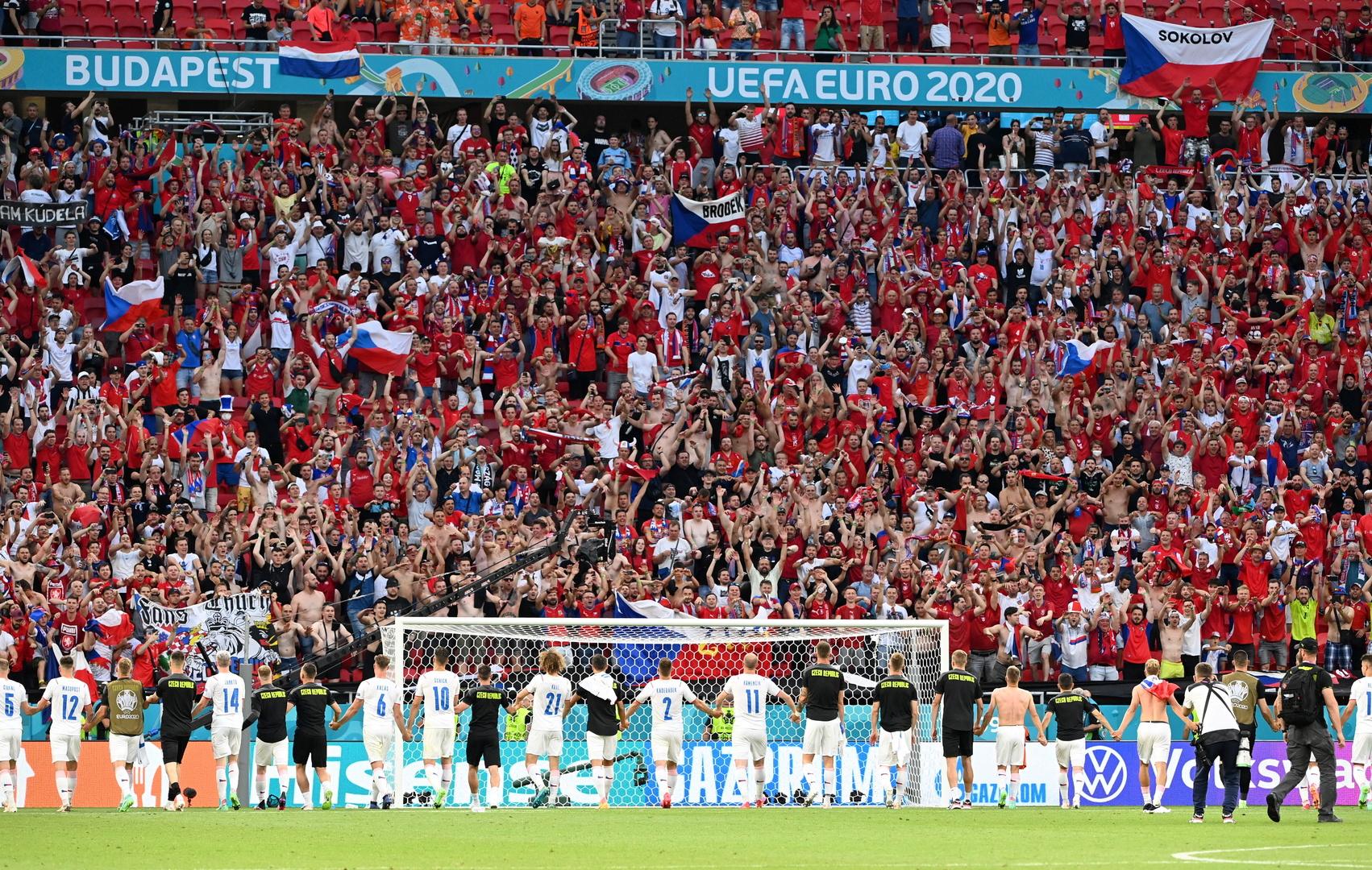 منظمة الصحة تحذر من الزحام في ملاعب كرة القدم بأوروبا