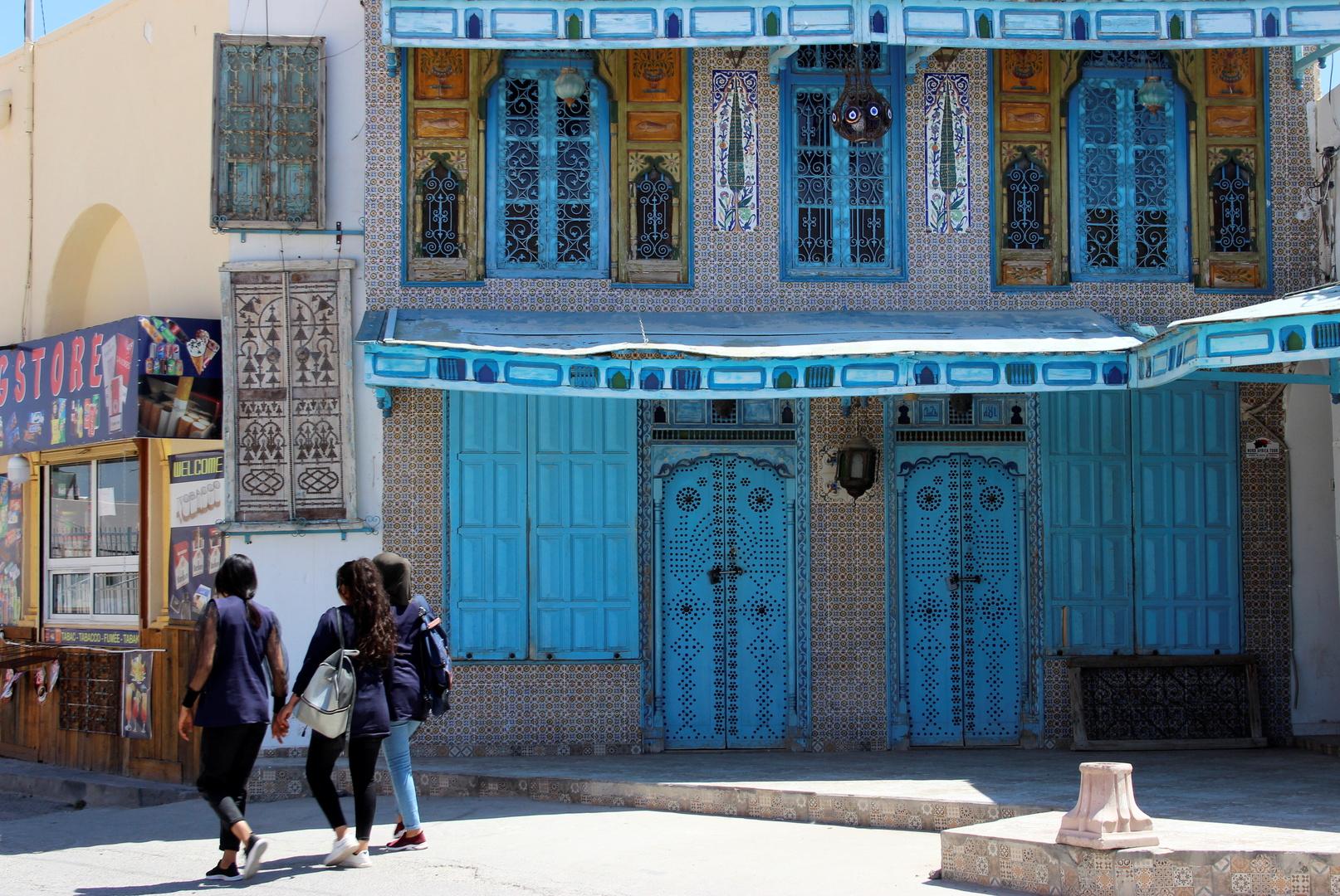 كورونا.. إغلاق جزئي في العاصمة تونس بعد حصيلة وفيات قياسية