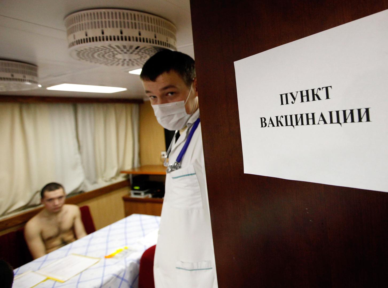 الجيش الروسي يطلق حملة لتجديد التطعيم ضد كورونا بين صفوفه