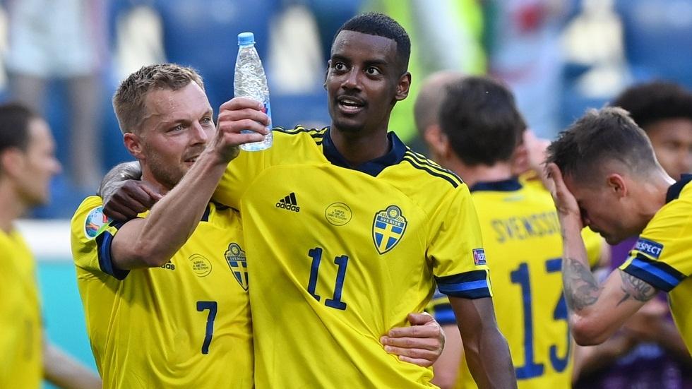 السويدي إيساك يمدد عقده مع ريال سوسيداد بعد تألقه في بطولة أمم أوروبا