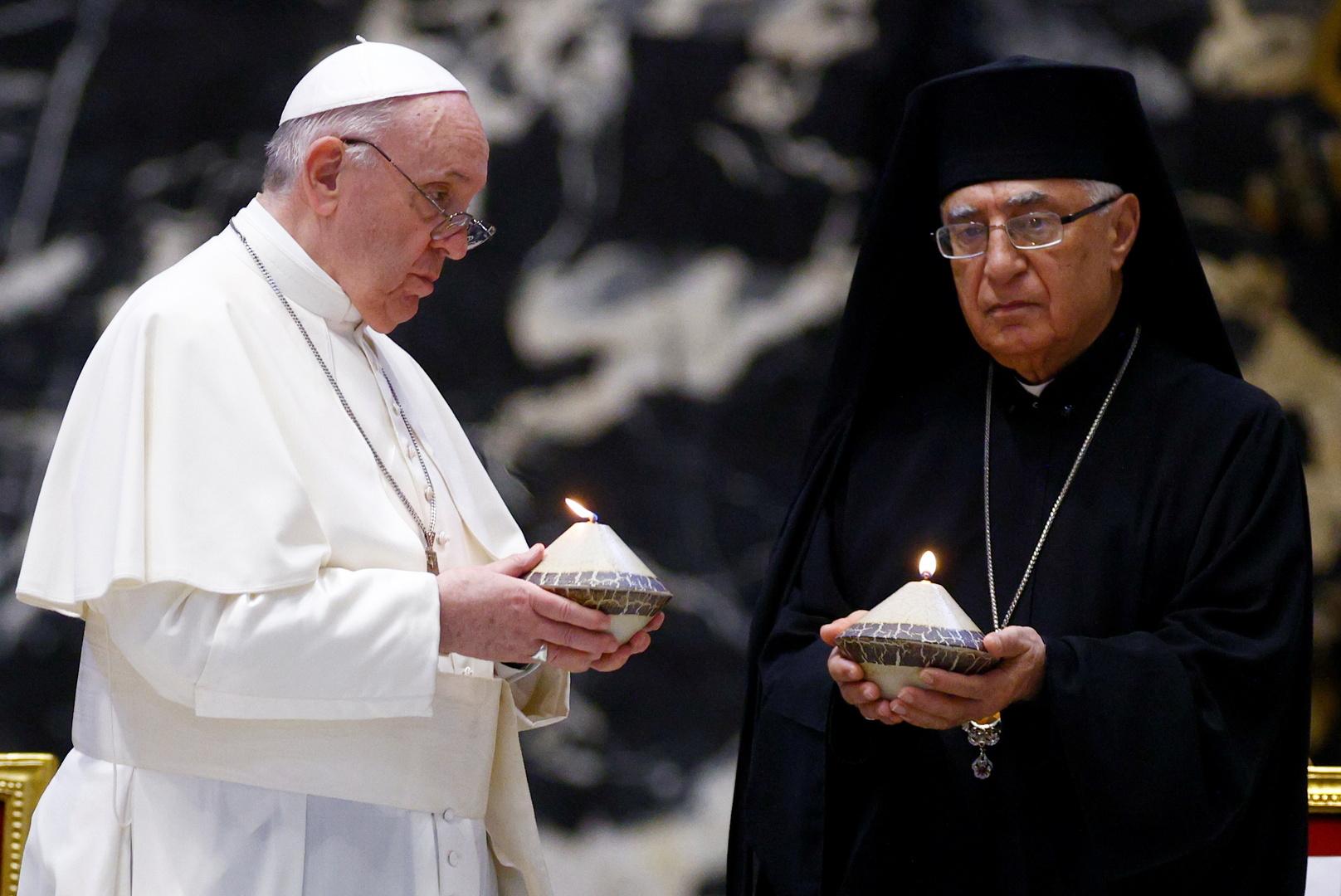 البابا فرنسيس يحث زعماء لبنان على التخلي عن المصالح الحزبية وإصلاح البلاد