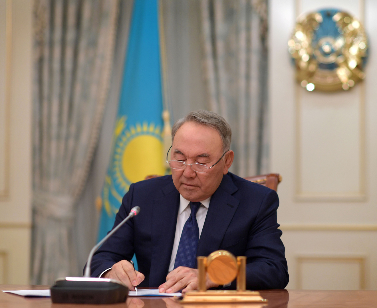 رئيس كازاخستان السابق يفسر استمراره في العمل السياسي