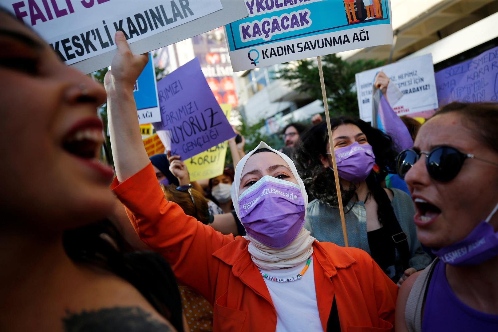 تركيا.. احتجاجات نسائية بعد الانسحاب من اتفاقية منع العنف ضد المرأة