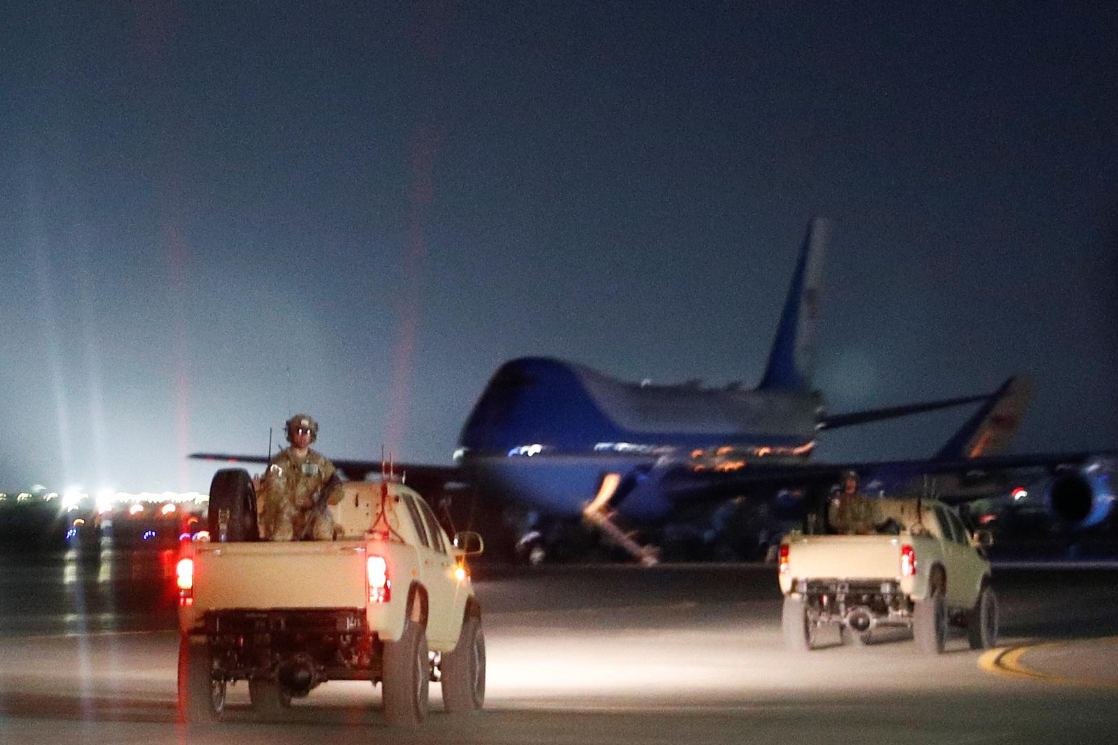 القوات الأمريكية وقوات الناتو تخلي قاعدة