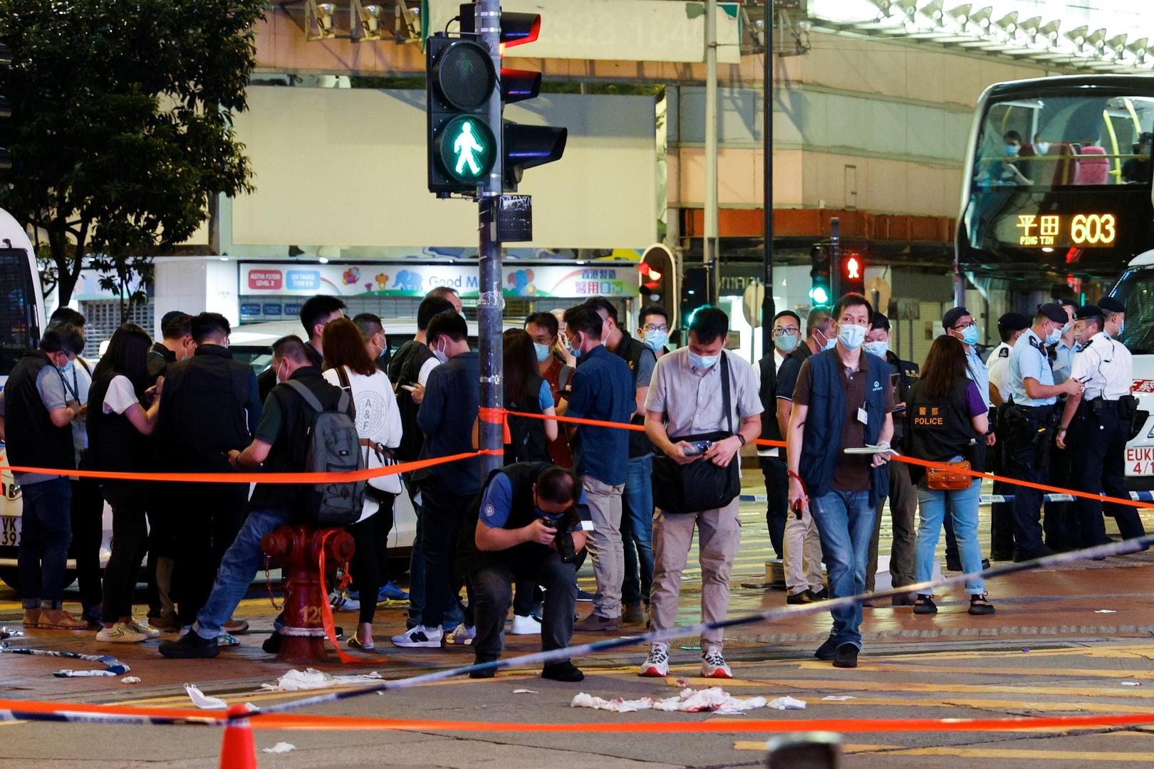 طعن شرطي في هونغ كونغ (فيديو)