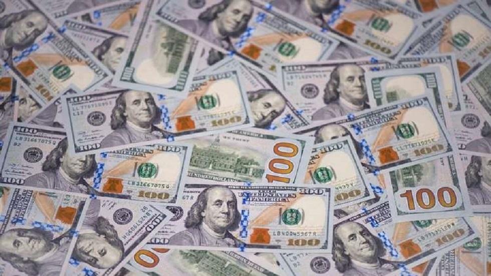 مبلغ يفوق ميزانيات دول.. زوجان يجدان في حسابهما 50 مليار دولار (فيديو)