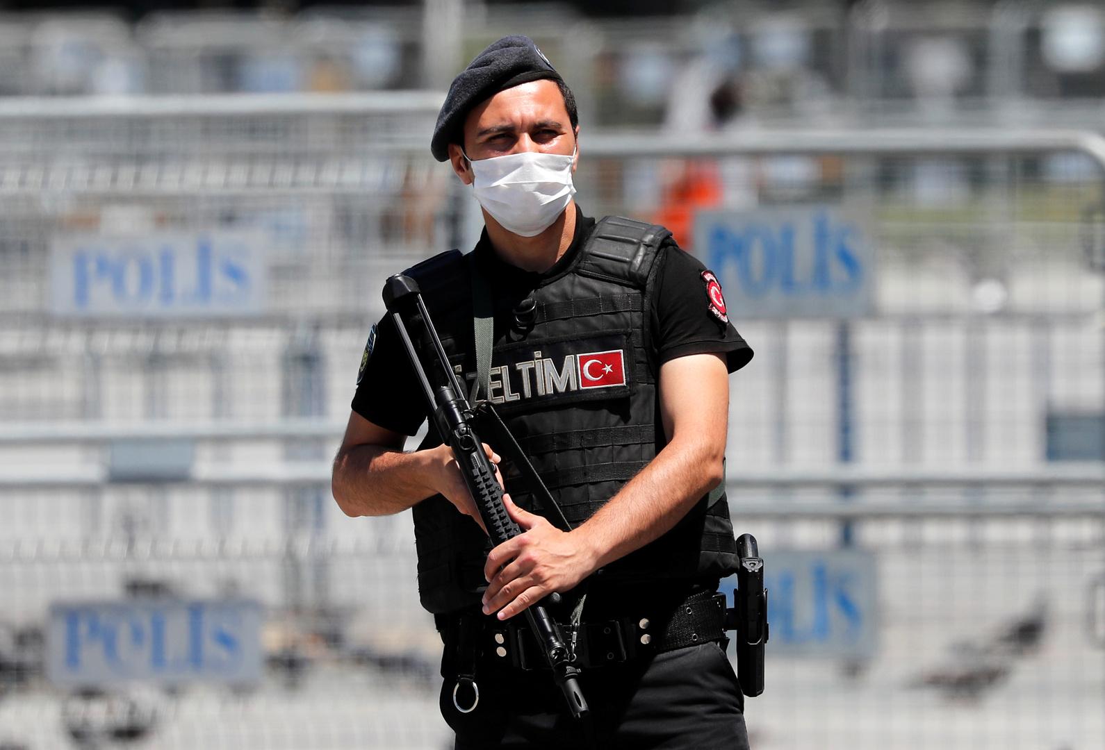 Uعنصر من الأمن التركي