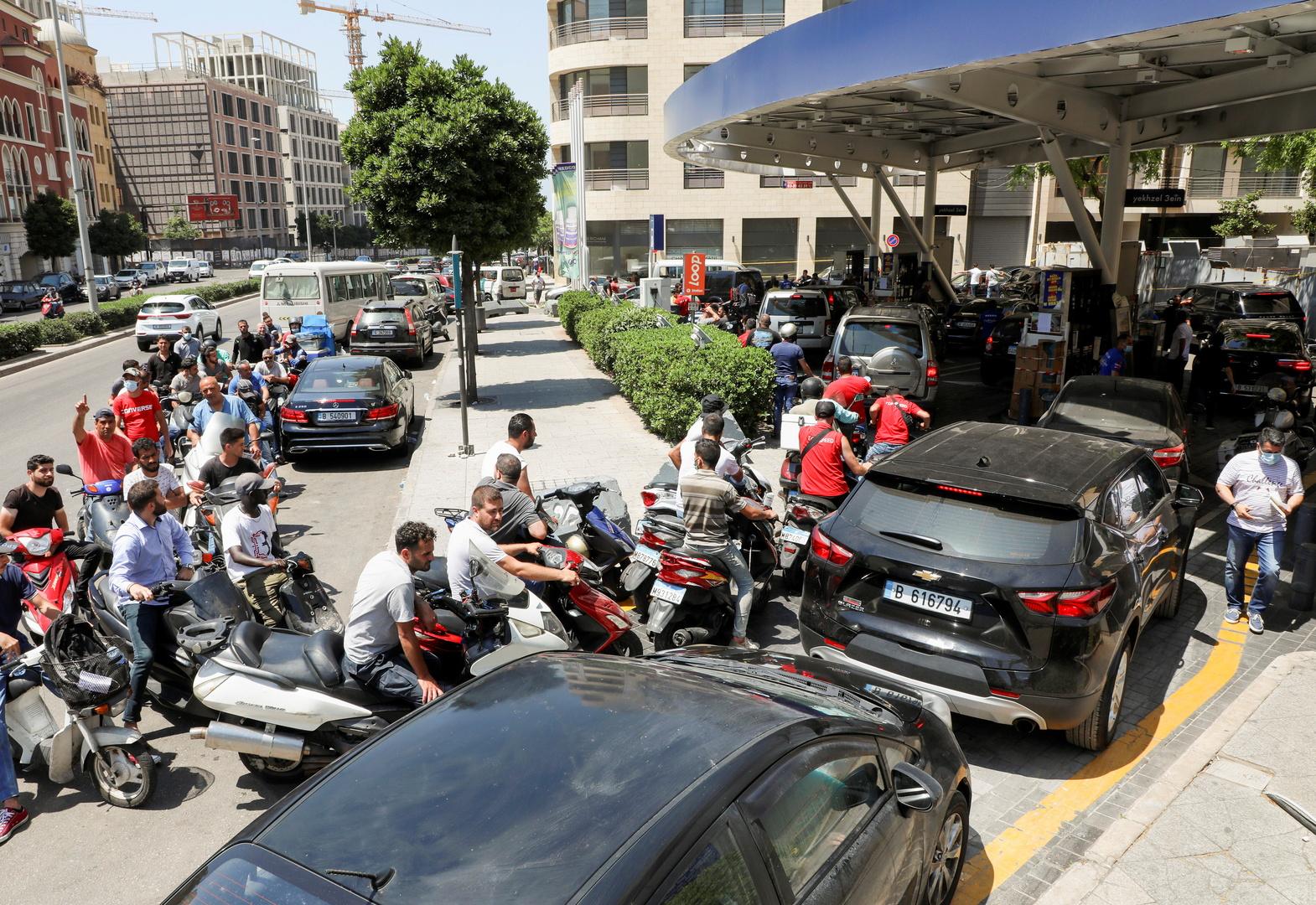 بالفيديو.. إشكال وإطلاق نار أمام محطة محروقات في بيروت