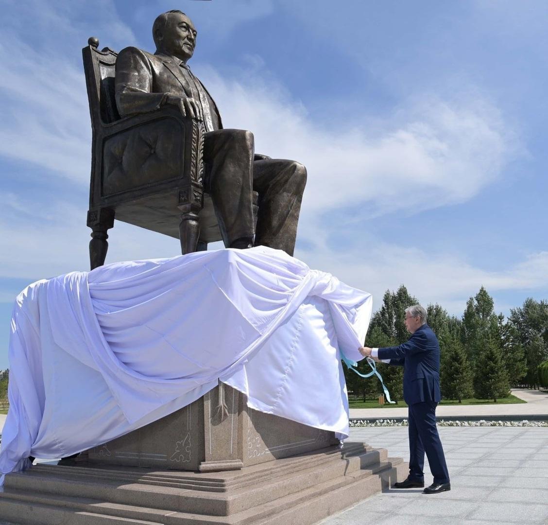 إزاحة الستار عن النصب التذكاري لرئيس كازاخستان الأول نور سلطان نزارباييف