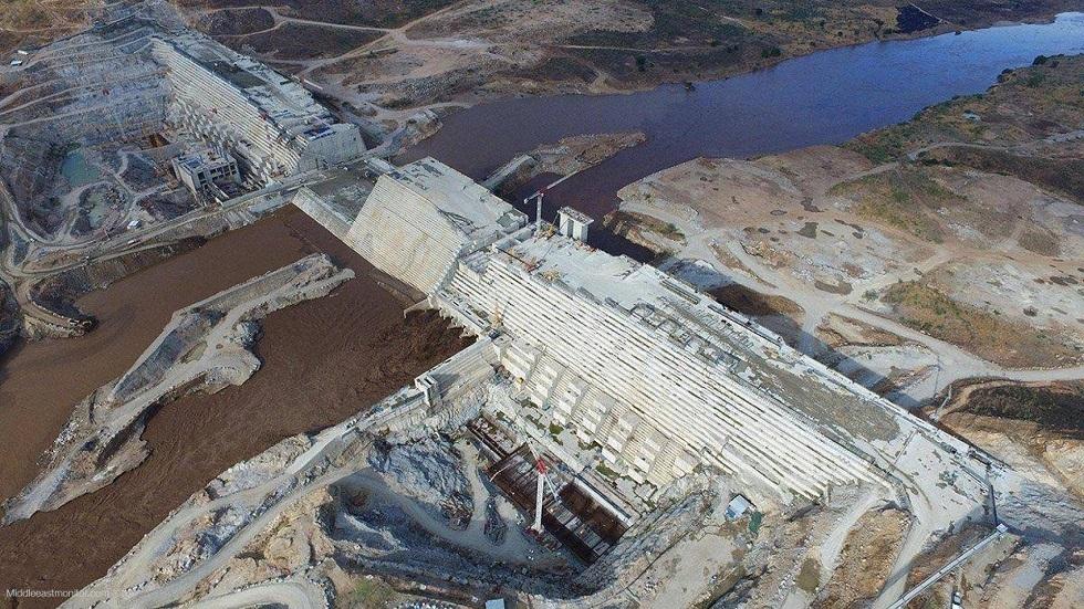 أستاذ بجامعة القاهرة: إثيوبيا بدأت تخزين المياه وراء سد النهضة تمهيدا للملء الثاني
