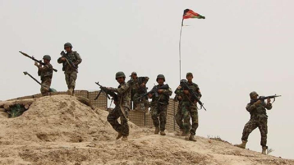 وكالة: هروب 300 عسكري أفغاني إلى طاجيكستان بعد قتال مع طالبان