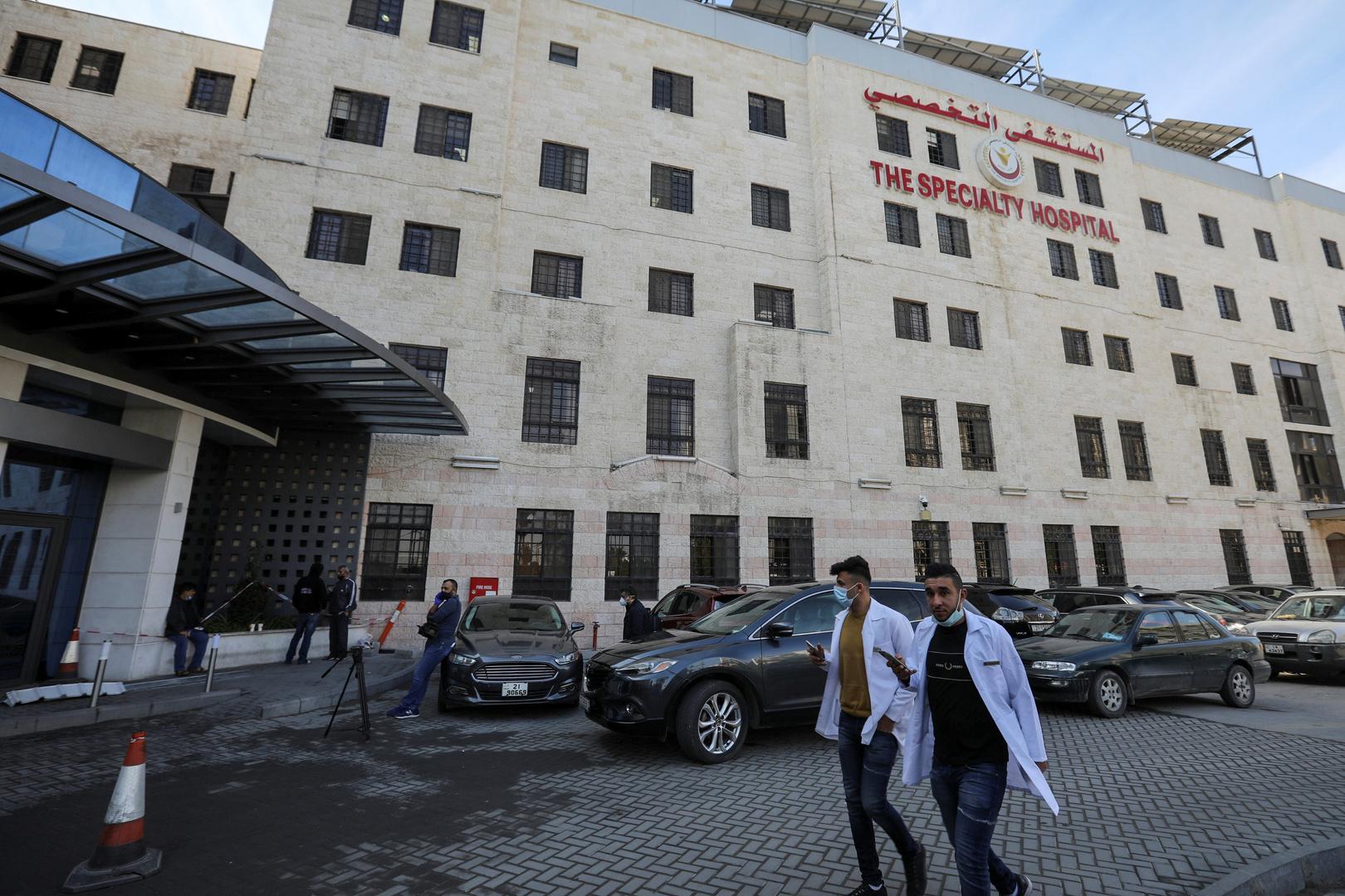 مسؤول صحي أردني يكشف عن حالة وسبب إصابة مواطن بالتأتأة بعد أخذه جرعتي كورونا مختلفتين