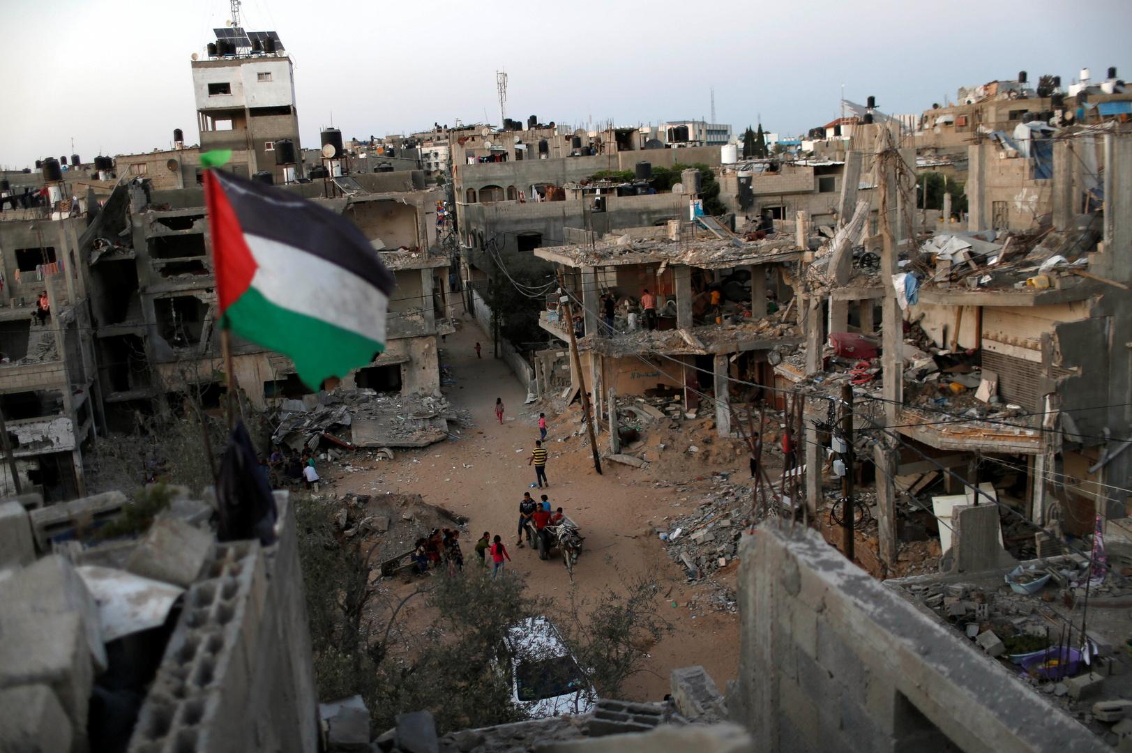 إعلام فلسطيني: الأمم المتحدة وافقت على تولي عملية صرف المنحة القطرية في غزة