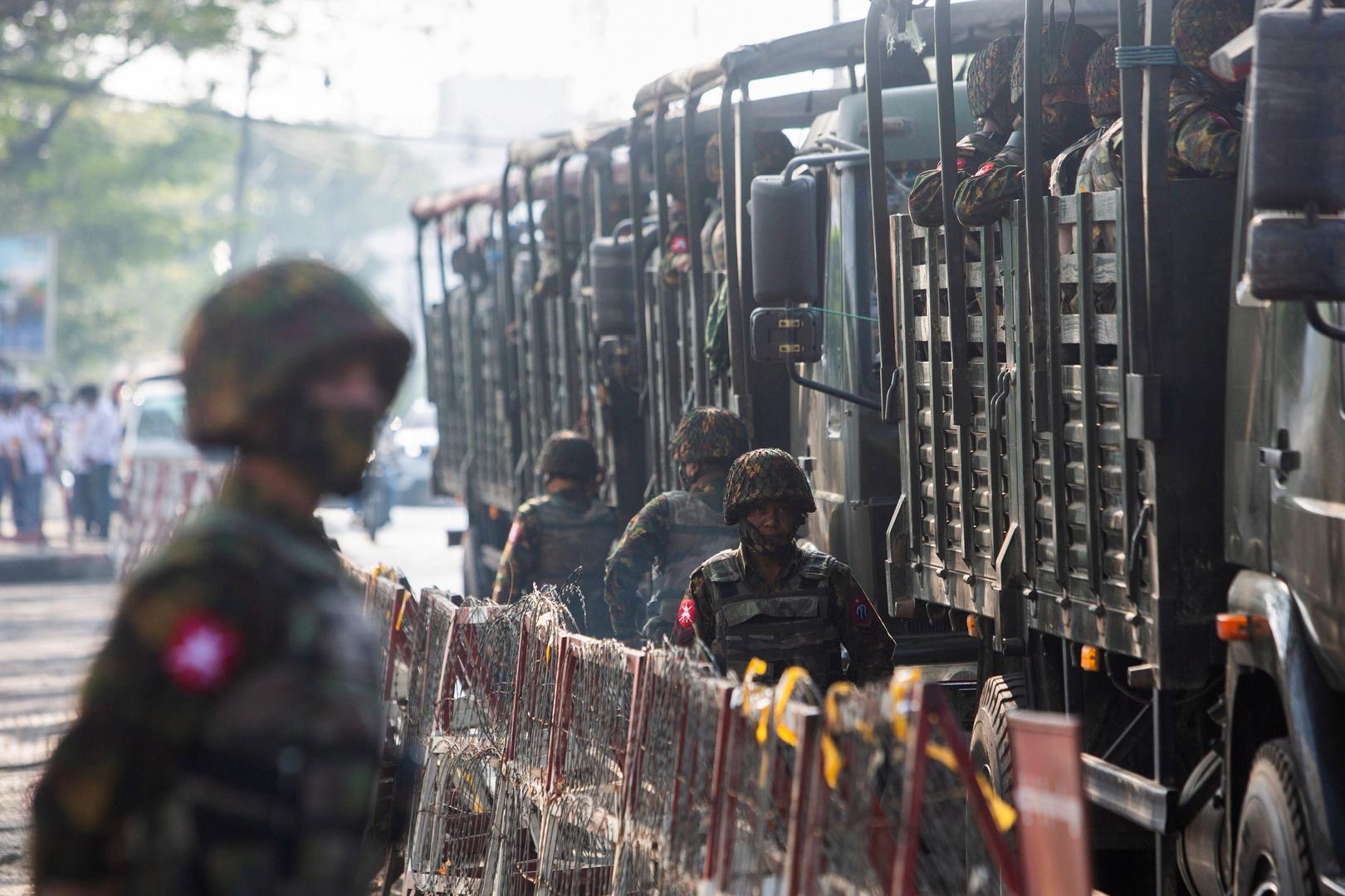 إعلام وشهود عيان: قوات ميانمار تقتل 25 شخصا في مداهمة لبلدة