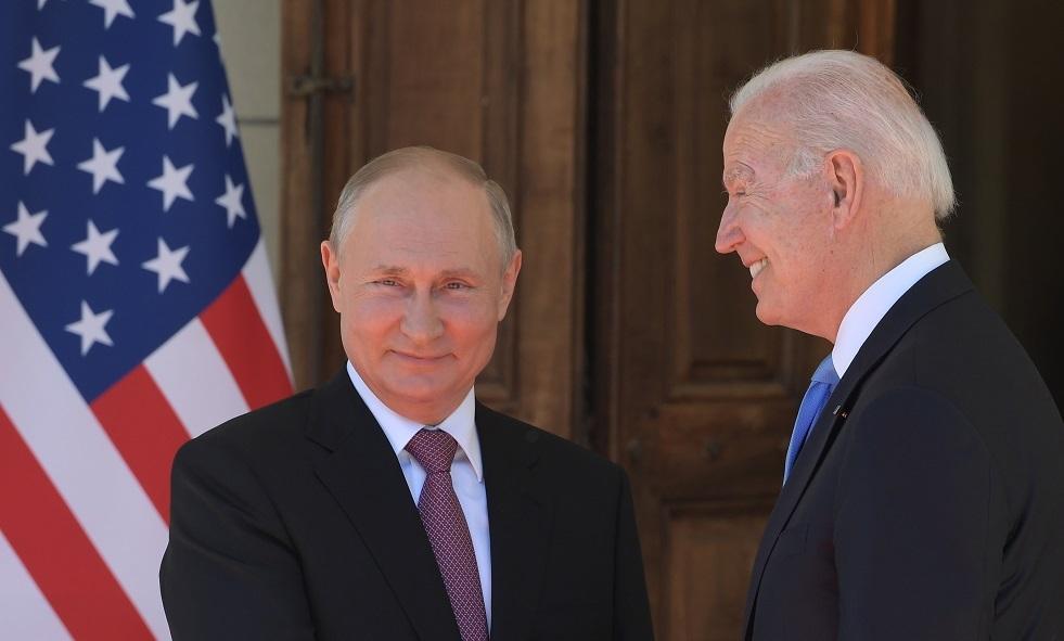 بيسكوف يحدد الفارق بين الرئيسين الأمريكي والروسي