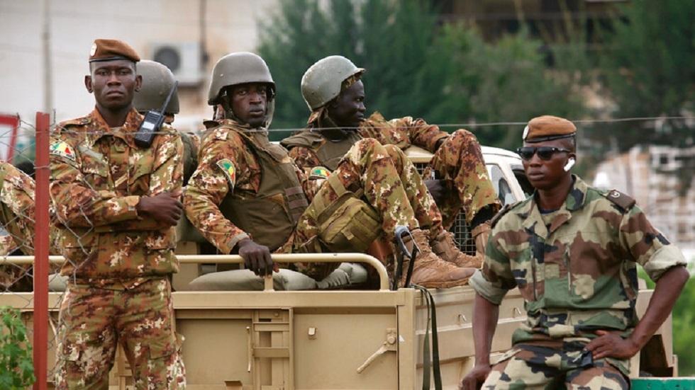 مقتل 4 جنود بكمين نصبه مسلحون وسط مالي