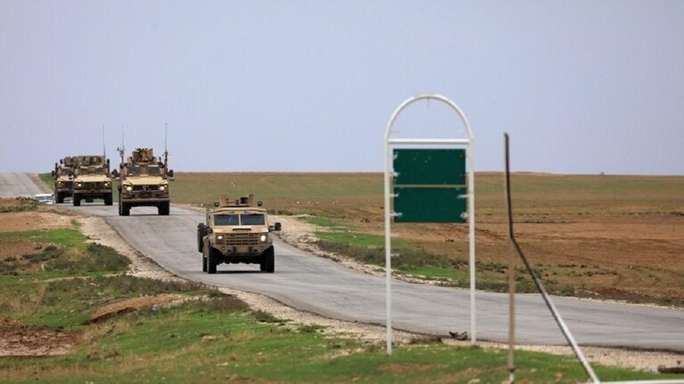 مراسلنا: سقوط قذيفتين على قاعدة للقوات الأمريكية في حقل العمر بسوريا