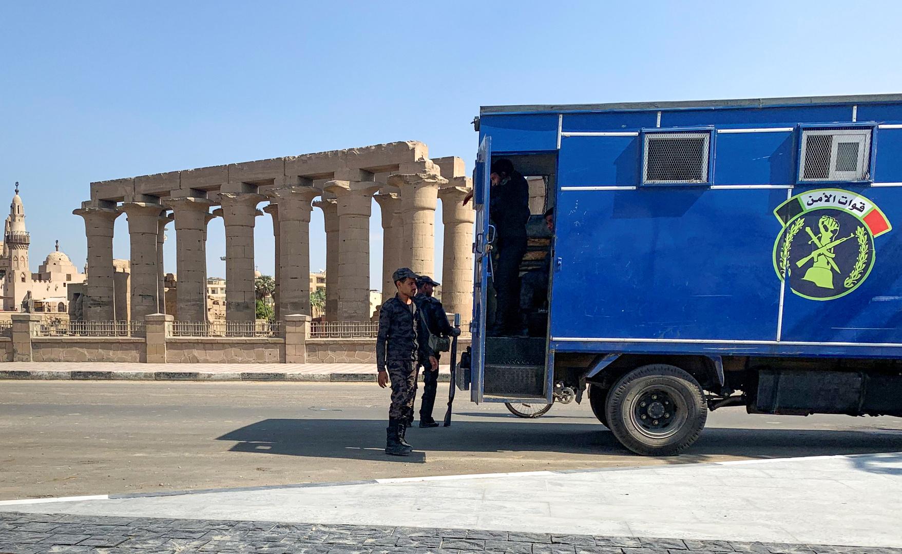 الأمن المصري يكشف حقيقة إحالة ضابط شرطة وآخرين للمحاكمة بتهمة سرقة سيارة نقل أموال