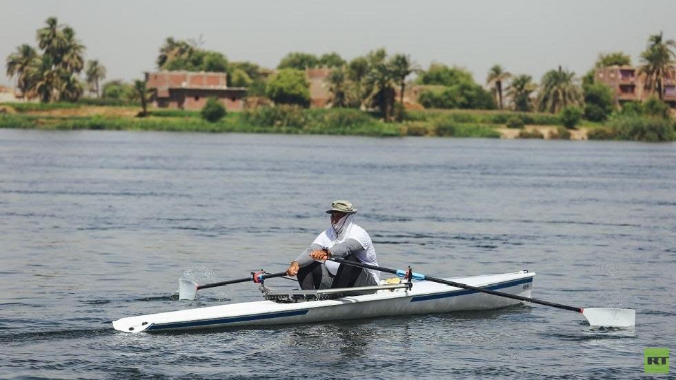 مصري يقطع 1250 كيلومترا تجديفا في النيل (صور)