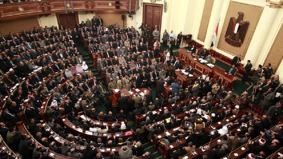 مصر.. مطالبة برلمانية جديدة بحل أزمة عشرات آلاف المعلمين