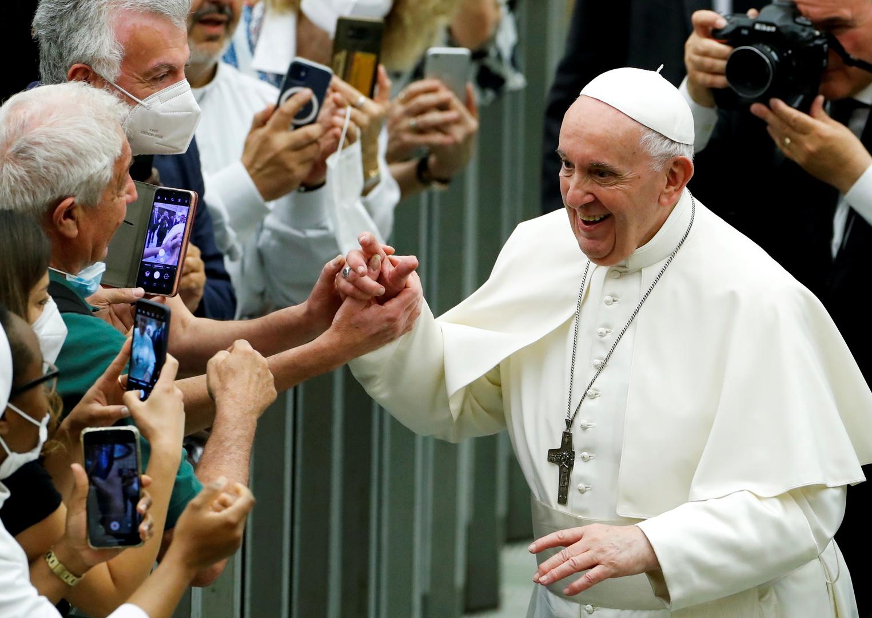 الفاتيكان: البابا فرنسيس خضع لعملية جراحية وحالته مستقرة
