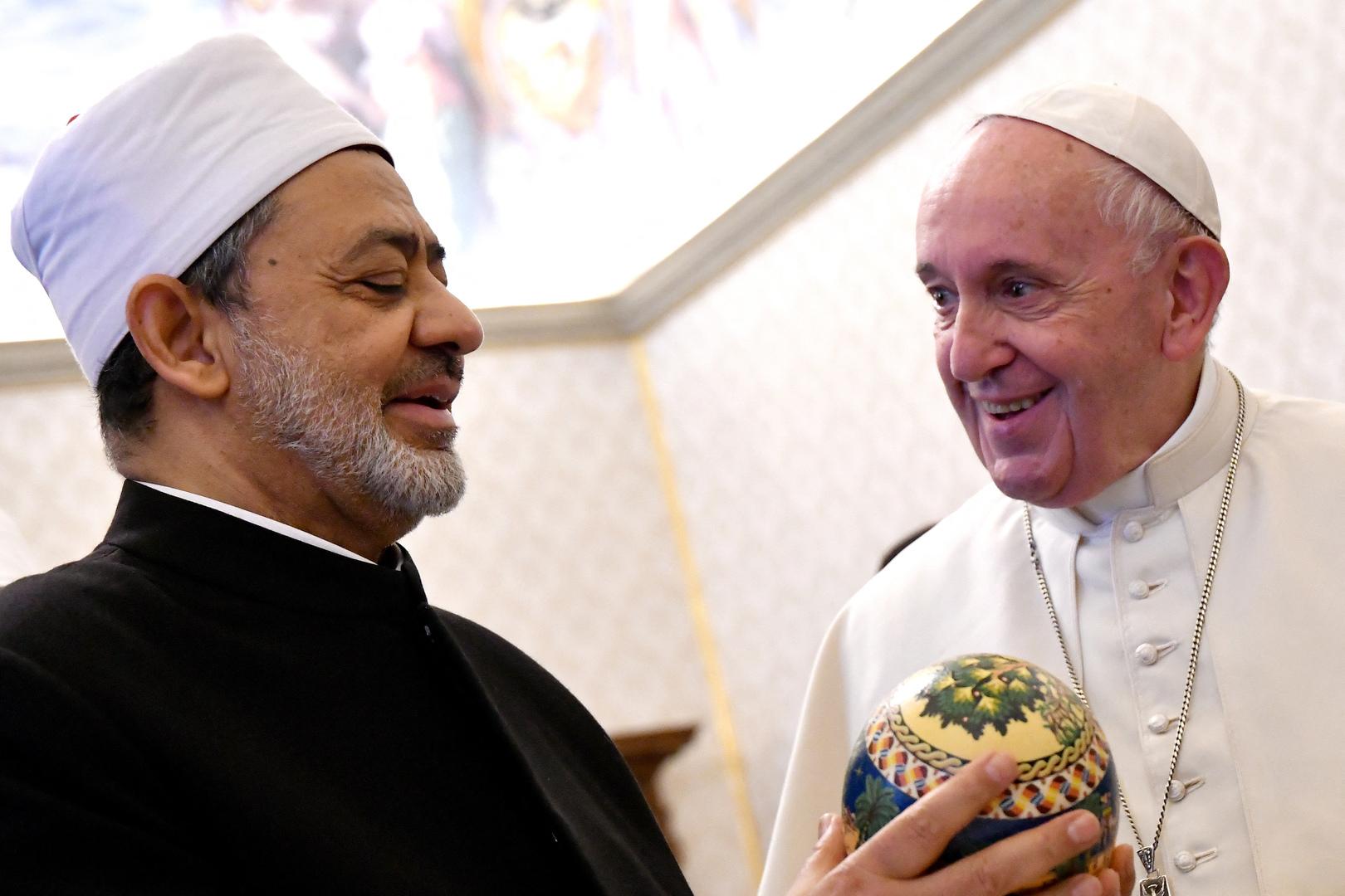 شيخ الأزهر يتمنى الشفاء العاجل لبابا الفاتيكان