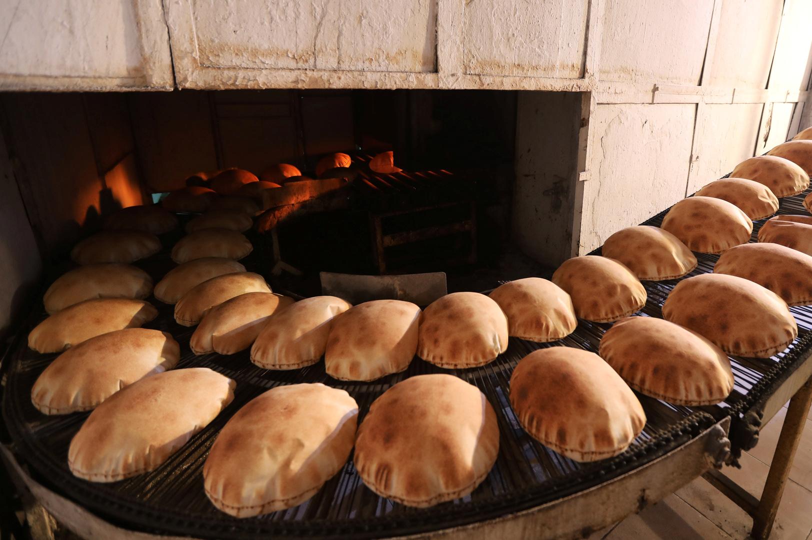 بعد مخاوف من انقطاع الخبز في لبنان.. نقيب أصحاب الأفران يطمئن اللبنانيين