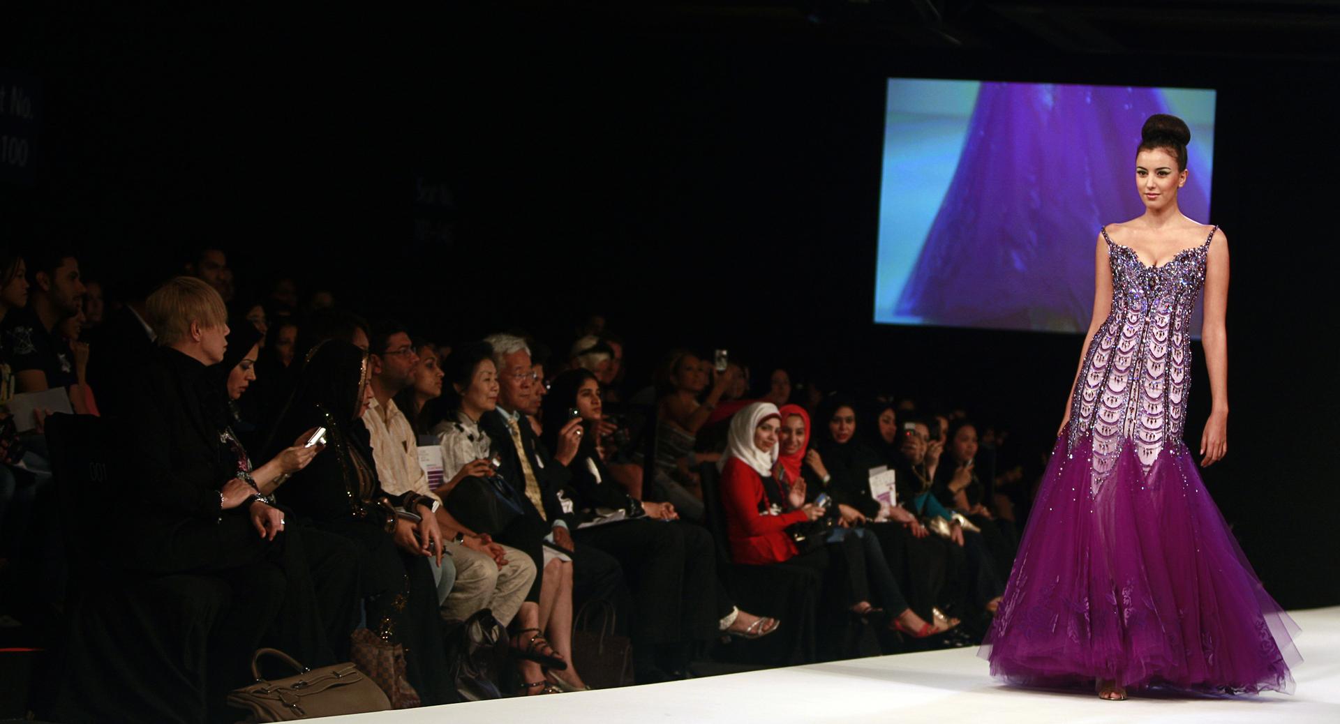 عرض أزياء في دبي، تعبيرية من الأرشيف