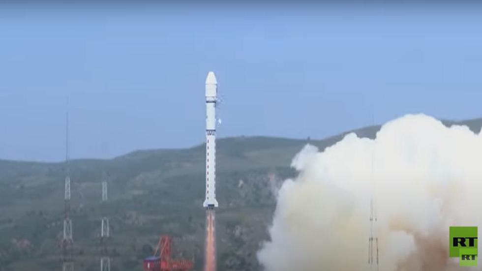 الصين تطلق قمرا فريدا من نوعه إلى الفضاء