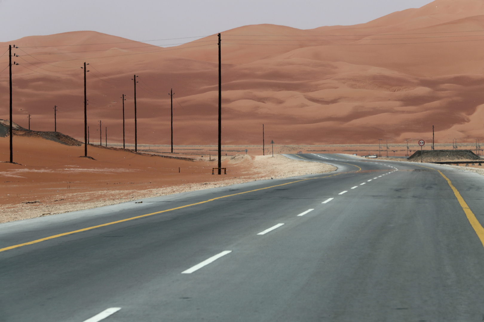 بعد تأخره لسنوات.. وزارة النقل العمانية تكشف موعد افتتاح أول طريق يربط مع السعودية
