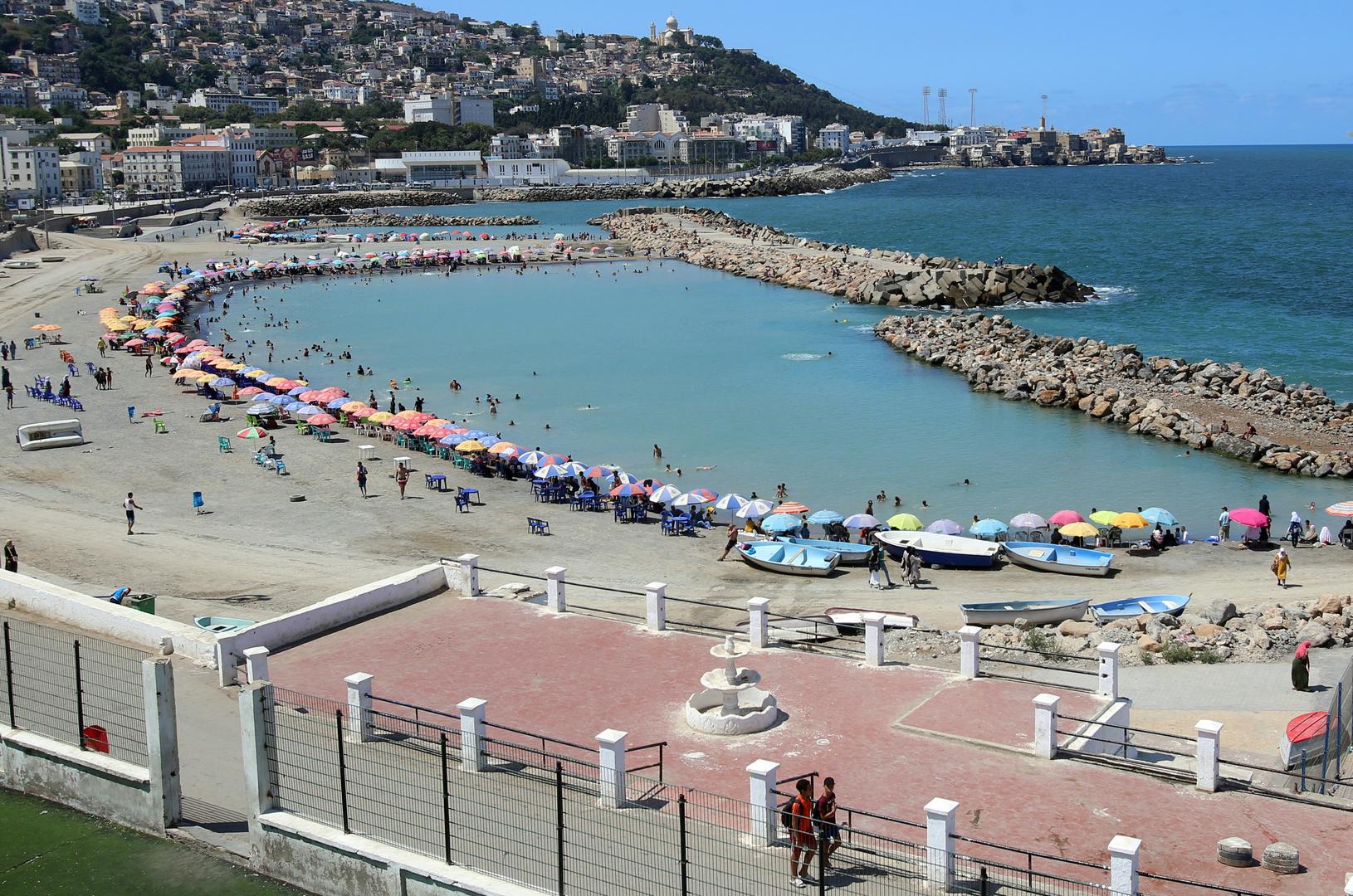 الجزائر.. مسؤول يكشف عن سبب تسمم 149 مواطنا على شاطئ