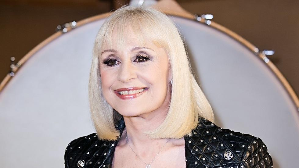 وفاة المغنية الإيطالية العالمية رافائيلا كارا
