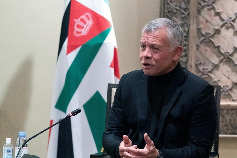 مواطن يطلب مقابلة العاهل الأردني في البحر الأحمر بخليج العقبة (فيديو)
