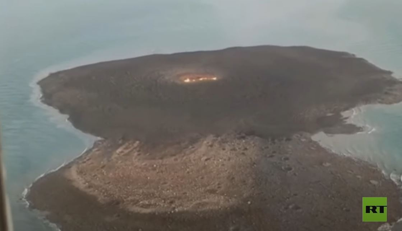 لقطات من مكان انفجار وحريق في بحر قزوين